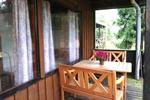 Veranda mit Sitzgelegenheit des rustikalen Holzbungalow für 4 Personen in Land Kamerun