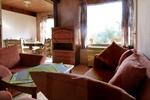 Wohnzimmer des rustikalen Holzbungalow für 4 Personen in Land Kamerun